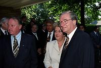Bernard Landry et Le maire Gilles Vaillancourt<br />  au Funerailles du senateur Rizutto, le 7 aout 1997,  a L'eglise Saint-Jean-Goualbert a Laval-sur-le-lac.<br /> <br /> PHOTO :  Agence Quebec Presse<br /> <br /> Les images commandees seront recadrees lorsque requis