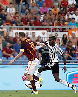 Calcio, Serie A: Roma vs Juventus. Roma, stadio Olimpico, 30 agosto 2015.<br /> Juventus' Paul Pogba, right, is challenged by Roma's Daniele De Rossi during the Italian Serie A football match between Roma and Juventus at Rome's Olympic stadium, 30 August 2015.<br /> UPDATE IMAGES PRESS/Isabella Bonotto
