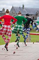 Schottland, Moray, Speyside, Dufftown <br /> Highland Games, traditionelle Hochlandspiele, Highland Dancing, traditionelle Taenze, tanzen, Tanz, Taenzer, Folklore, Brauchtum, Tradition, Highlands, Europa, 2009; HF; <br /> <br /> (Bildtechnik: sRGB, <br /> 72.00 MByte vorhanden)<br /> <br /> Engl.: Europe, Great Britain, Scotland, Moray, Speyside, Dufftown, Highland Games, Highland Dancing, tradition, kilts, 2009