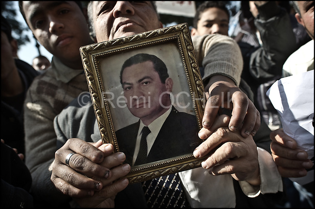 © Remi OCHLIK/IP3 - Cairo Feb. 02 -- Pro Mubarak Egyptian show the portrait of their president...Since the beginning of the day pro Mubarak protestors are gathering in the streets around the Tahrir square. .Chaos consumed Cairo's Tahrir Square on Wednesday as supporters of embattled Egyptian President Hosni Mubarak clashed with opposition protesters in running battles that left hundreds of people injured. Two molotov cocktails thrown by pro-regime supporters landed inside the grounds of the world-famous Egyptian museum, where they were swiftly put out, as a medical source said at least 500 people had been wounded in the clashes. The square, a focal point for nine days of anti-government demonstrations, was transformed into a war zone, with protesters lobbing hundreds of stones at each other as the army fired warning shots into the air.