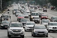 10.06.2020 - Trânsito na avenida Prestes Maia em SP