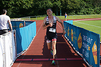 Michael Waraus kommt ins Ziel - Mörfelden-Walldorf 18.07.2021: MoeWathlon