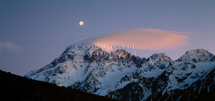 Sunset on  Mount Cook in Mount Cook National Park. Lenticular cloud over summit of the mountain. New Zealand.