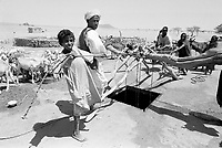 - Northern Sudan, nomads at a well in the Libyan Desert<br /> <br /> - Sudan settentrionale, nomadi ad un pozzo nel Deserto Libico
