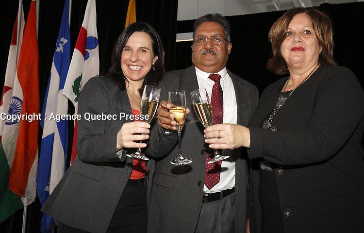 Valerie Plante<br /> , mairesse de Montreal (G) et Mme Sylvie Vachon, PDG de l'Administration portuaire de Montreal (APM) remet au capitaine gagnant la Canne a pommeau d'or lors d'une ceremonie officielle au nouveau Terminal de croisieres de l'Administration portuaire de Montreal, le 3 janvier 2018.<br /> <br /> <br /> PHOTO : <br /> Agence Quebec Presse