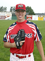 July 4, 2004:  Pitcher Zac Cline of the Batavia Muckdogs, Short-Season Single-A affiliate of the Philadelphia Phillies, during a game at Dwyer Stadium in Batavia, NY.  Photo by:  Mike Janes/Four Seam Images