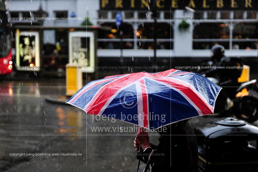 GREAT BRITAIN, London, umbrella with Union Jack flag / GROSSBRITANNIEN, London, Regenschirm mit britischer Flagge