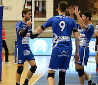 20161228 - ROESELARE ,  BELGIUM : Roeselare's Ruben Van Hirtum (left) pictured celebrating with Gertjan Claes (right) during the second semi final in the Belgian Volley Cup between Knack Volley Roeselare and Lindemans Aalst in Roeselare , Belgium , Wednesday 28 th December 2016 . PHOTO SPORTPIX.BE   DAVID CATRY