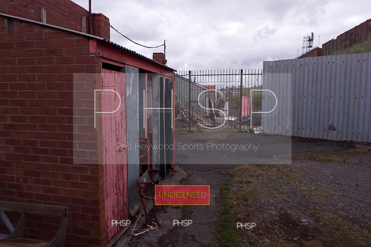23/06/2000 Blackpool FC Bloomfield Road Ground..Internal, north west corner, rear of the Kop.....© Phill Heywood.