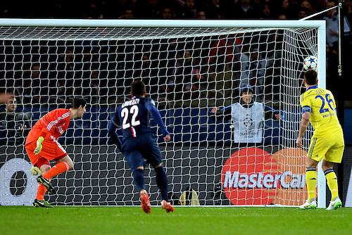 17.02.2015. Paris, France. Champions League football. Paris St Germain versus Chelsea. Goal scored by Edinson Cavani (psg)past Courtois in the Chelsea goal