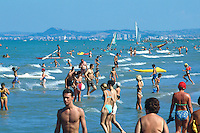 Italy. Province Emilia-Romagna. Rimini. Tourists swim, walk, take a rest and sunbathe on the sandy beach. Life in the summer on the beach. Rimini is located on the Adriatic Sea and is one of the most famous seaside resorts in Europe, thanks to its 15 km-long sandy beach. 17.07.99 © 1999 Didier Ruef
