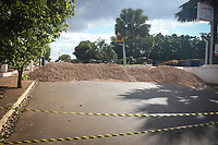 Campinas (SP), 03/06/2021 - Covid-SP - Com quase 7,5 mil moradores e mais de 950 casos confirmados de Covid-19, Nuporanga (SP) implementou barreiras de terra em duas das quatro entradas da cidade visando o direcionamento dos visitantes à barreira sanitária. A cidade liberou somente uma entrada e as outros foram totalmente bloqueadas.