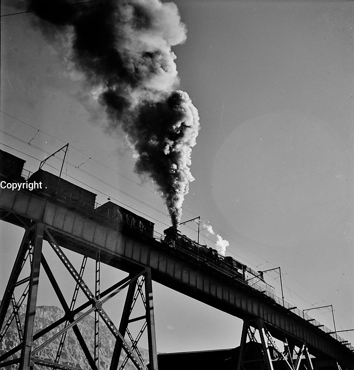 A section of trestle of the Carr Fork bridge at the Bingham Canyon workings of Utah Copper Company, 1942.<br /> <br /> Photo by Andreas Feininger.