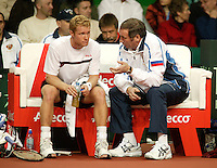 10-2-06, Netherlands, tennis, Amsterdam, Daviscup.Netherlands Russia,Russian captain Shamil Tarpischev coaches his player Tursunov