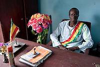 Mali, headmaster in village / Buergermeister im Dorf
