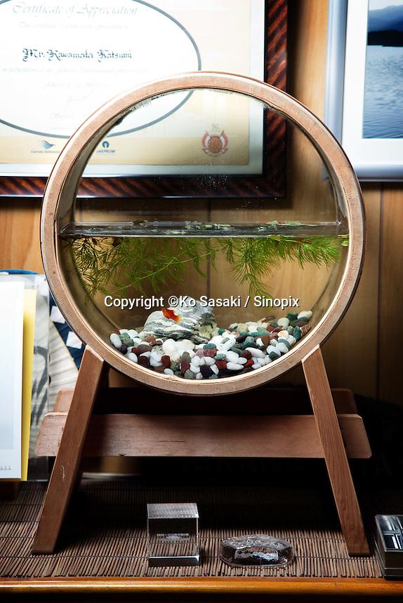 Gold fish tank which was made by Eifu Kawamata of Okeei .