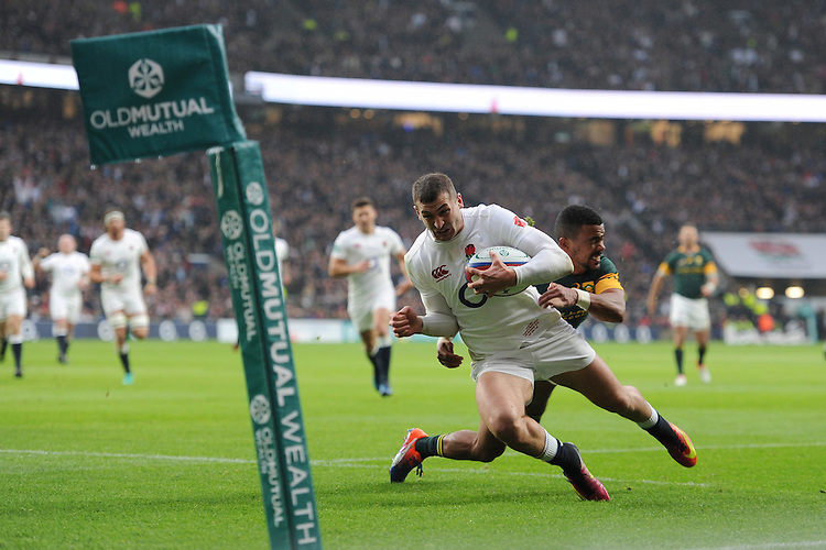 Jonny May of England scores in the corner during the Old Mutual Wealth Series match between England and South Africa at Twickenham Stadium on Saturday 12th November 2016 (Photo by Rob Munro)