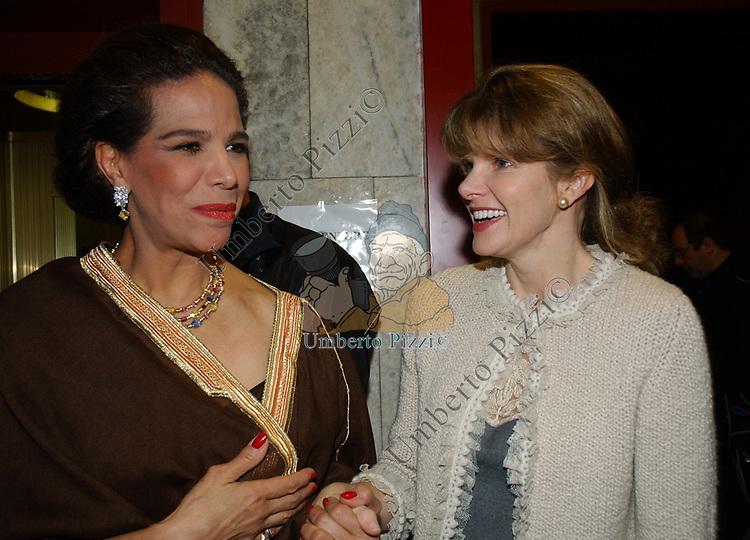"""MARISELA FEDERICI CON GIORGIA SPOGLI<br /> VERNISSAGE """"ROMA 2006 10 ARTISTI DELLA GALLERIA FOTOGRAFIA ITALIANA"""" AUDITORIUM DELLA CONCILIAZIONE ROMA 2006"""