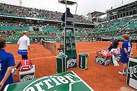 Paris, France, 03 June, 2016, Tennis, Roland Garros, Semifinal women, Kiki Bertens (NED) during changeover in her match against Serena Williams (USA) (R)<br /> Photo: Henk Koster/tennisimages.com