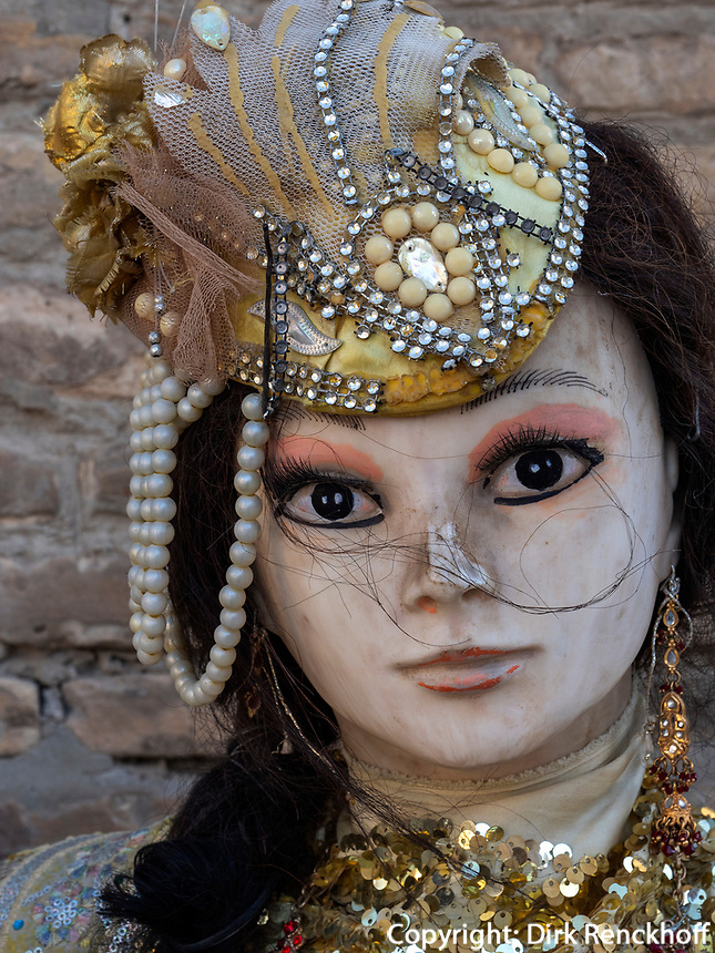 Puppe im Basar, Buchara, Usbekistan, Asien<br /> puppet, Bazaar, Historic City of Bukhara, Uzbekistan, Asia