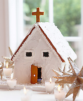 A ginger bread hosue decorated with white icing