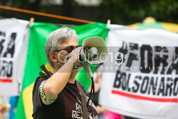 São Paulo (SP), 02/10/2021 - Protesto-SP - Manifestantes realizam ato contra o governo de Jair Bolsonaro (sem partido) na tarde deste sábado na avenida Paulista em São Paulo.
