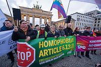Anlaesslich der Eroeffnung der olympischen Winterspiele 2014 im russischen Sotschi versammelten sich Mitglieder von SPD, Linkspartei, B90/Gruene, FDP, CDU, Piraten und des Lesben- und Schwulenverband Deutschland (LSvD) am Freitag den 7. Februar 2014 vor dem Brandenburger Tor in Berlin-Mitte zu einer Kundgebung. Sie Protestierten gegen die homophobe Gesetzgebung in Russland, insbesondere den homophoben Artikel 6.13.1.<br />Vom Brandenburger Tor zogen die Kundgebungsteilnehmer zu einer Schweigeminute zum Zeitpunkt der Eroeffnungsfeierlichkeit in Sotschi vor die wenige hundert Meter entfernte Russische Botschaft.<br />Im Bild: 3.vl. hinter dem Transparent von B90/Gruene, Reante Kuenast, MdB. 2.vr.hinter dem Transparent von B90/Gruene, Oezcan Mutlu, MdB.<br />7.2.2014, Berlin<br />Copyright: Christian-Ditsch.de<br />[Inhaltsveraendernde Manipulation des Fotos nur nach ausdruecklicher Genehmigung des Fotografen. Vereinbarungen ueber Abtretung von Persoenlichkeitsrechten/Model Release der abgebildeten Person/Personen liegen nicht vor. NO MODEL RELEASE! Don't publish without copyright Christian-Ditsch.de, Veroeffentlichung nur mit Fotografennennung, sowie gegen Honorar, MwSt. und Beleg. Konto:, I N G - D i B a, IBAN DE58500105175400192269, BIC INGDDEFFXXX, Kontakt: post@christian-ditsch.de<br />Urhebervermerk wird gemaess Paragraph 13 UHG verlangt.]