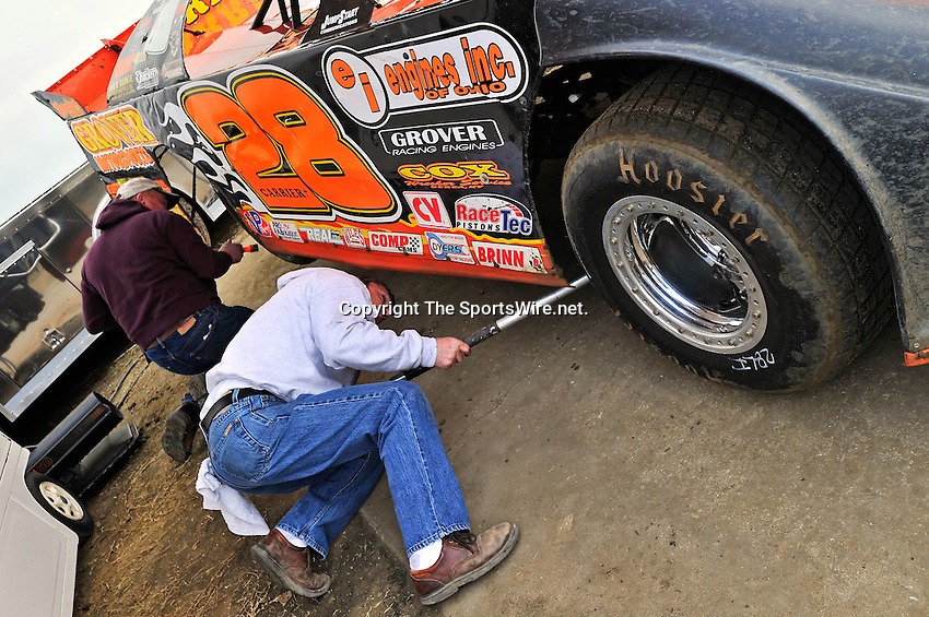 Feb 12, 2011; 5:41:11 PM; Gibsonton, FL., USA; The Lucas Oil Dirt Late Model Racing Series running The 35th annual Dart WinterNationals at East Bay Raceway Park.  Mandatory Credit: (thesportswire.net)