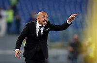 Calcio, Serie A: Roma vs Inter. Roma, stadio Olimpico, 2 ottobre 2016.<br /> Roma's coach Luciano Spalletti gives indications to his players during the Italian Serie A football match between Roma and FC Inter at Rome's Olympic stadium, 2 October 2016.<br /> UPDATE IMAGES PRESS/Isabella Bonotto