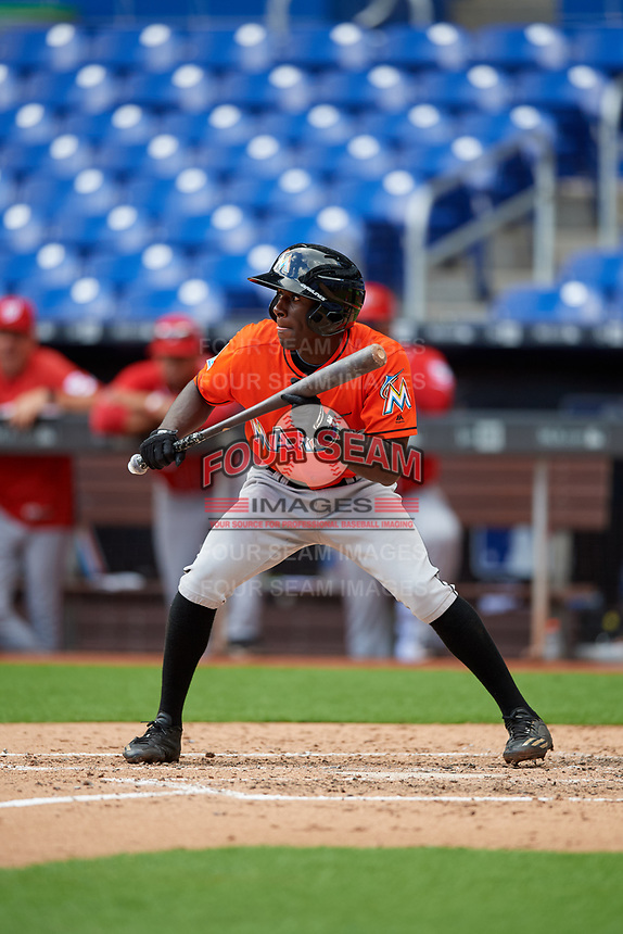 Miami Marlins Milton Smith (72) squares around to bunt during a Florida Instructional League game against the Washington Nationals on September 26, 2018 at the Marlins Park in Miami, Florida.  (Mike Janes/Four Seam Images)