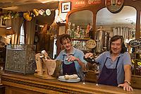 Europe/France/Limousin/19/Corrèze/Brive-la-Gaillarde: Francis Tessandier avec son fils Franck, restaurant: Chez Francis [Non destiné à un usage publicitaire - Not intended for an advertising use]