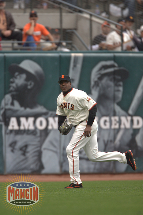 Barry Bonds. Baseball: Los Angeles Dodgers vs San Francisco Giants at AT&T Park in San Francisco, CA on October 1, 2006. Photo by Brad Mangin