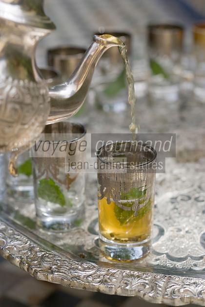Afrique/Afrique du Nord/Maroc/Fès: Palais Jamai - service du thé à la menthe