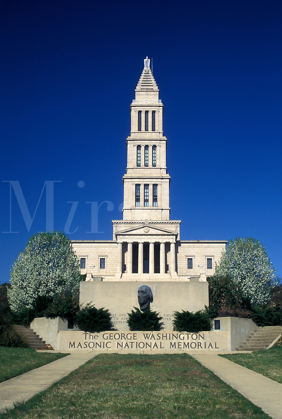VA, Virginia, Alexandria, The George Washington Masonic National Memorial in Alexandria. 333-foot-tall landmark modeled after the ancient lighthouse at Alexandria, Egypt.