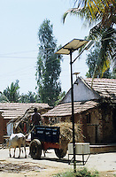 "S?dasien Asien Indien IND Karnataka Dist. Mandya .Solardorf H. Kodihally mit dezentralisierter Energieversorgung durch Solarenergie gef?rdert durch MNES und KRED bei Bangalore  - Energie Energieerzeugung Energiemarkt Energiesektor Stromerzeugung Strom Stromnetz Energienetz Energieverbrauch Infrastruktur saubere gr?ne alternative erneuerbare regenerative Energie Solar Sonnenenergie Solarzellen Solarmodule Photovoltaik Solarenergie l?ndliche Entwicklung xagndaz | .South Asia India Karnataka .solar village H. Kodihally with decentralised energy system by solar modules -  indian energy economy renewables solar energy grid infrastructure power generation supply green development growth modern rural photovoltaics .| [ copyright (c) Joerg Boethling / agenda , Veroeffentlichung nur gegen Honorar und Belegexemplar an / publication only with royalties and copy to:  agenda PG   Rothestr. 66   Germany D-22765 Hamburg   ph. ++49 40 391 907 14   e-mail: boethling@agenda-fototext.de   www.agenda-fototext.de   Bank: Hamburger Sparkasse  BLZ 200 505 50  Kto. 1281 120 178   IBAN: DE96 2005 0550 1281 1201 78   BIC: ""HASPDEHH"" ,  WEITERE MOTIVE ZU DIESEM THEMA SIND VORHANDEN!! MORE PICTURES ON THIS SUBJECT AVAILABLE!! INDIA PHOTO ARCHIVE: http://www.visualindia.net ] [#0,26,121#]"
