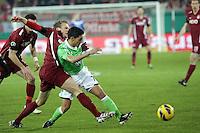 Makoto Hasebe (Wolfsburg) gegen Julius Reinhardt (OFC)