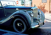 Cars: Bentley Convertible.