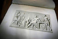Alcuni bassorilievi di Albert Thorwaldsen. Some of Albert Thorwaldsen bas-reliefs..La biblioteca dell' accademia di Danimarca..The library of the Academy of Denmark.