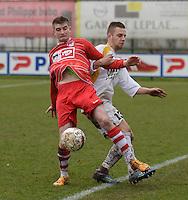 Wervik - Vlamertinge :<br /> <br /> duel tussen Kenneth Voet (R) en Michiel Deraedt (L)<br /> <br /> foto VDB / BART VANDENBROUCKE