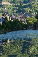 Europe/France/Midi-Pyrénées/12/Aveyron/Entraygues-sur-Truyère: Le village et le Château d'Entraygues
