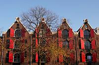 Nederland  Amsterdam -  2020.  Herfst in Amsterdam. Pakhuizen aan de gracht.    Foto : ANP/ HH / Berlinda van Dam