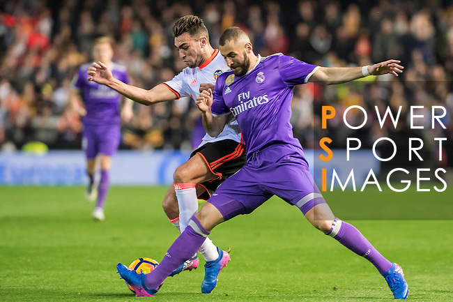 Karim Benzema (r) of Real Madrid fights for the ball with Munir El Haddadi Mohamed of Valencia CF during their La Liga match between Valencia CF and Real Madrid at the Estadio de Mestalla on 22 February 2017 in Valencia, Spain. Photo by Maria Jose Segovia Carmona / Power Sport Images