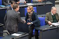 """6. Sitzung des Deutschen Bundestag am Mittwoch den 17. Januar 2018.<br /> Im Bild: Stefan Ruppert, parlamentarischer Geschaeftsfuehrer der FDP begruesst herzlich Alice Weidel, Fraktionsvorsitzende der rechstnationalen """"Alternative fuer Deutschland"""", AfD. Rechts: Alexander Gauland, Partei- und Fraktionsvorsitzender der rechtsnationalen """"Alternative fuer Deutschland"""", AfD.<br /> 17.1.2018, Berlin<br /> Copyright: Christian-Ditsch.de<br /> [Inhaltsveraendernde Manipulation des Fotos nur nach ausdruecklicher Genehmigung des Fotografen. Vereinbarungen ueber Abtretung von Persoenlichkeitsrechten/Model Release der abgebildeten Person/Personen liegen nicht vor. NO MODEL RELEASE! Nur fuer Redaktionelle Zwecke. Don't publish without copyright Christian-Ditsch.de, Veroeffentlichung nur mit Fotografennennung, sowie gegen Honorar, MwSt. und Beleg. Konto: I N G - D i B a, IBAN DE58500105175400192269, BIC INGDDEFFXXX, Kontakt: post@christian-ditsch.de<br /> Bei der Bearbeitung der Dateiinformationen darf die Urheberkennzeichnung in den EXIF- und  IPTC-Daten nicht entfernt werden, diese sind in digitalen Medien nach §95c UrhG rechtlich geschuetzt. Der Urhebervermerk wird gemaess §13 UrhG verlangt.]"""