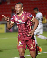 IBAGUÉ -COLOMBIA, 12-08-2015. Angelo Rodriguez jugador de Deportes Tolima celebra después de anotar un gol a Patriotas FC durante partido por la fecha 16 de la Liga Aguila II 2016 jugado en el estadio Manuel Murillo Toro de la ciudad de Ibagué./ Angelo Rodriguez player of  Deportes Tolima celebrates after scoring a goal to Patriotas FC during the match for the date 16 of the Aguila League II 2016 played at Manuel Murillo Toro stadium in Ibague city. Photo: VizzorImage / Juan Carlos Escobar / Str