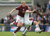 Arsenal vs Leeds United - Womens FA Cup Final at Millwall Football Club - 01/05/06 - Arsenal's Kelly Smith shows her dominance in the middle of the park - (Gavin Ellis 2006)