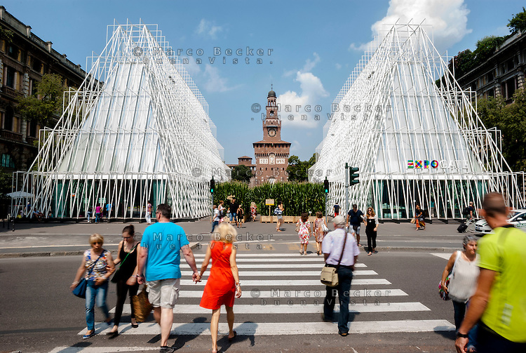 Milano, Expo Gate, padiglione infopoint in largo Cairoli presso il Castello Sforzesco per l'Esposizione Universale 2015 --- Milan, Expo Gate, info point in Cairoli square near the Sforza Castle for the World Exposition 2015