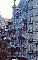 Casa Batlló is a building in the center of Barcelona designed by Antoni Gaudí. A remodel redesigned in 1904 by Gaudí. It has unusual tracery, irregular oval windows and flowing sculpted stone work. Much of the façade is decorated with a colorful mosaic made of broken ceramic tiles.