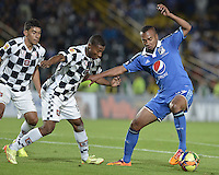 BOGOTÁ -COLOMBIA, 02-08-2014. Cristhian Alarcon (Der.) jugador de Millonarios disputa el balón con Yeison Gordillo (Izq.) y Luis Mena (C) jugadores de Boyacá Chicó FC durante partido por la fecha 3 de la Liga Postobón II 2014 jugado en el estadio Nemesio Camacho el Campín de la ciudad de Bogotá./ Cristhian Alarcon (R) player of Millonarios fights for the ball with Yeison Gordillo (L) and Luis Mena (C) players of Boyaca Chico FC during the match for the third date of the Postobon League II 2014 played at Nemesio Camacho El Campin stadium in Bogotá city. Photo: VizzorImage/ Gabriel Aponte / Staff