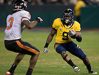 C.J. Anderson of California runs the ball during the game against Oregon State at AT&T Park in San Francisco, California on November 12th, 2011.   California defeated Oregon State, 23-6.