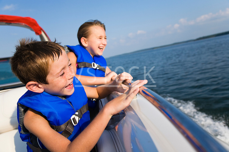 USA, Missouri, Stockton, Stockton Lake, boy (6-7) and girl (8-9)  riding in boat